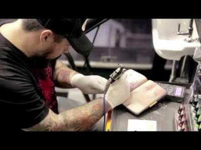 Le livre en peau pour les tatoueurs