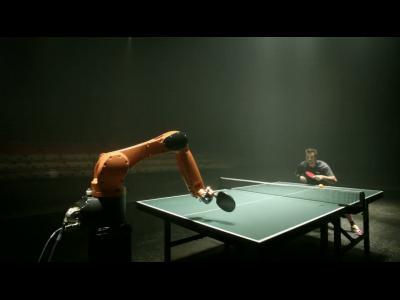 Ping-pong : le champion Timo Boll face à un robot