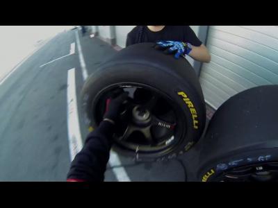 Un changement de pneumatiques en caméra embarquée