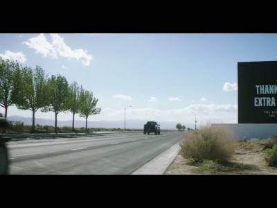 Le Volvo XC90 T8 vole l'énergie de la concurrence sur la route